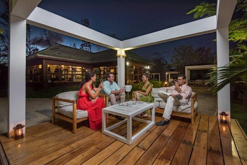 Blau Varadero Terrace Bar