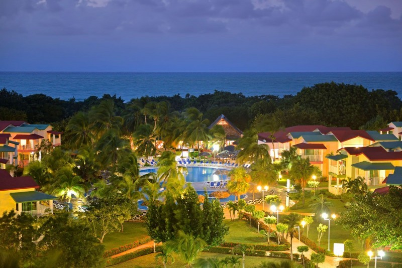 Iberostar Tainos Varadero evening view of pool