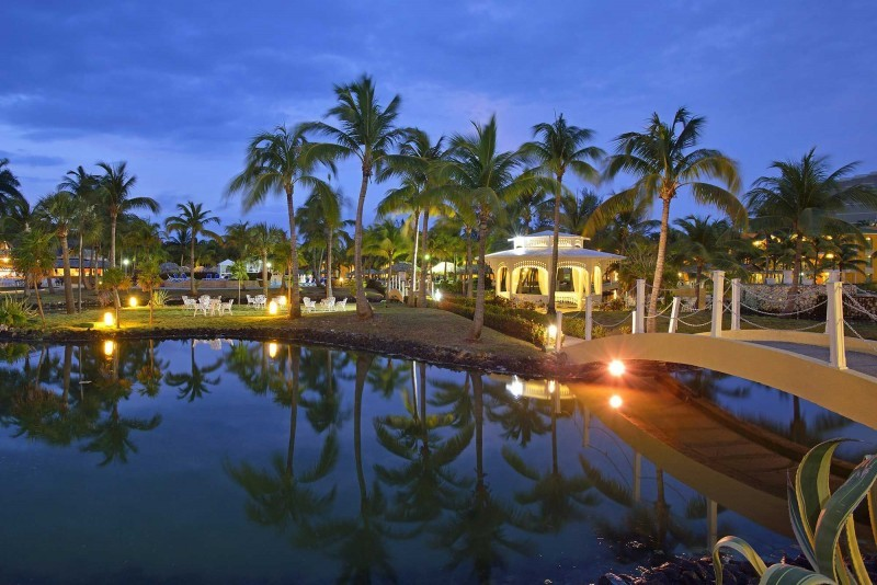 Melia Las Antillas Resort At Night
