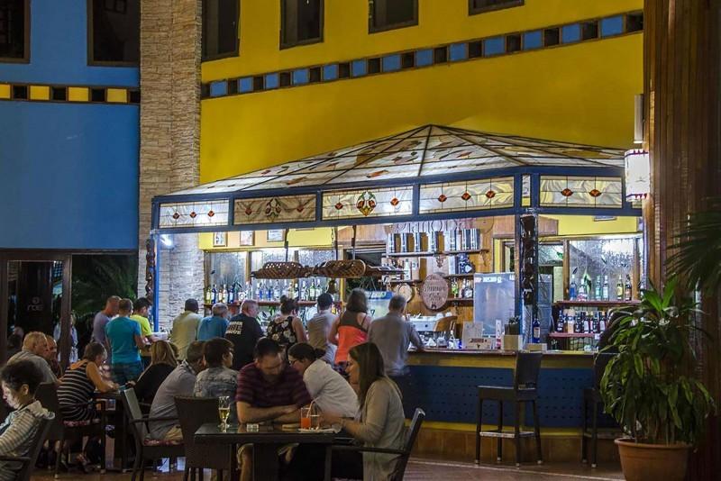 Roc Arenas Doradas Lobby Bar