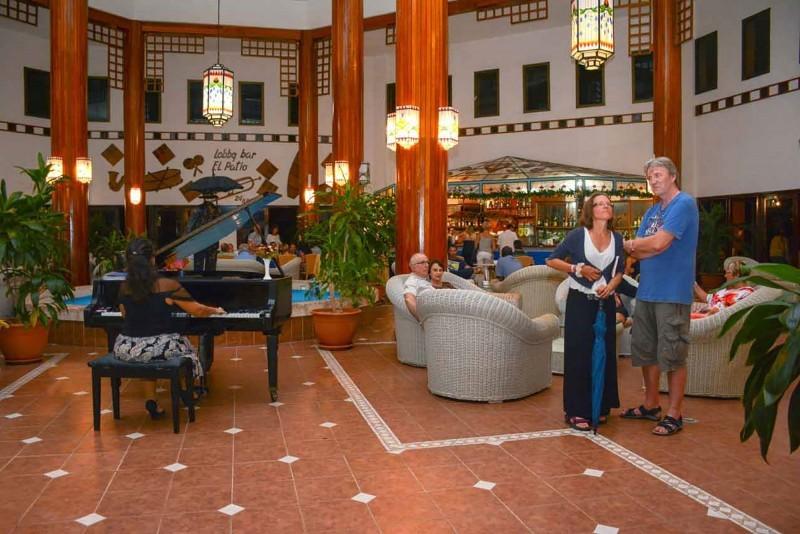 Roc Arenas Doradas Lobby Bar Piano