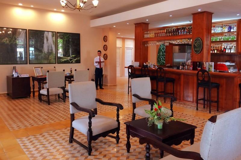 E Central Hotel Lobby Bar