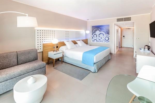 Melia Internacional Hotel Classic Bedroom