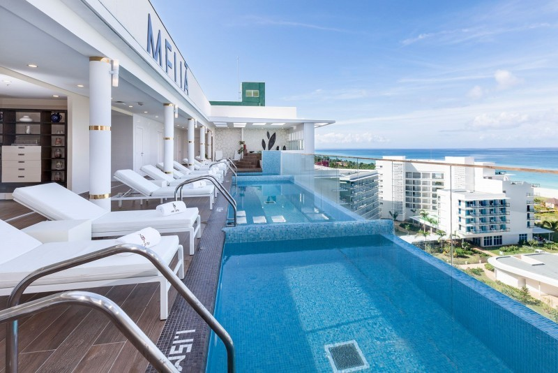 Melia Internacional Hotel Spa Infinity Pools