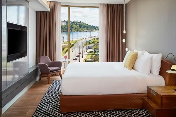 Paseo del Prado SO Comfy Prado View Bedroom