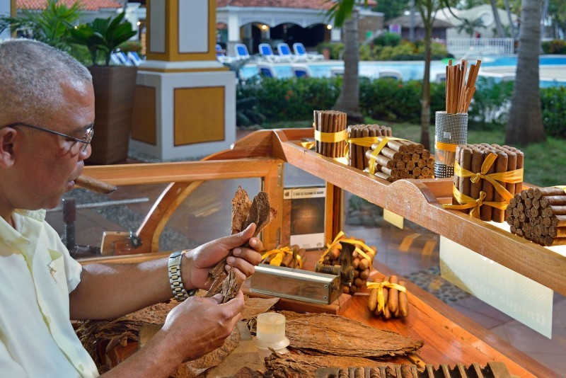 Sol Cayo Guillermo Hotel Cigar Rolling