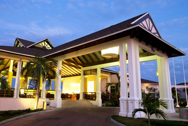 Royalton Cayo Santa Maria Hotel Entrance Evening