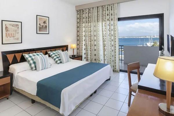 Jagua Hotel Havana Junior Suite Sea View Bedroom
