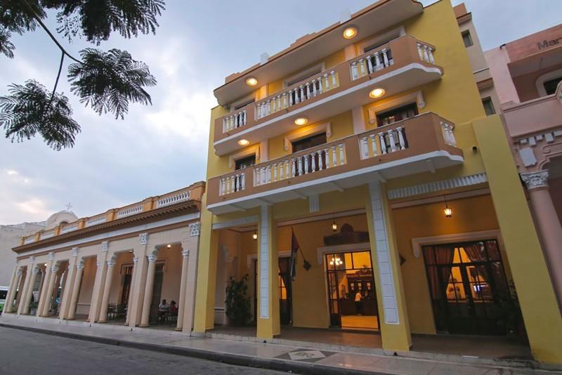 Royalton Bayamo Hotel Entrance