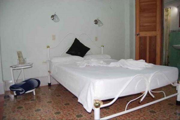 Susy y Kikke Havana bedroom