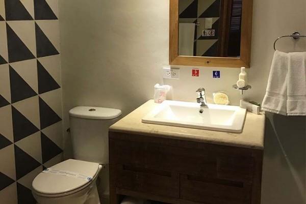 El Madero Havana bathroom