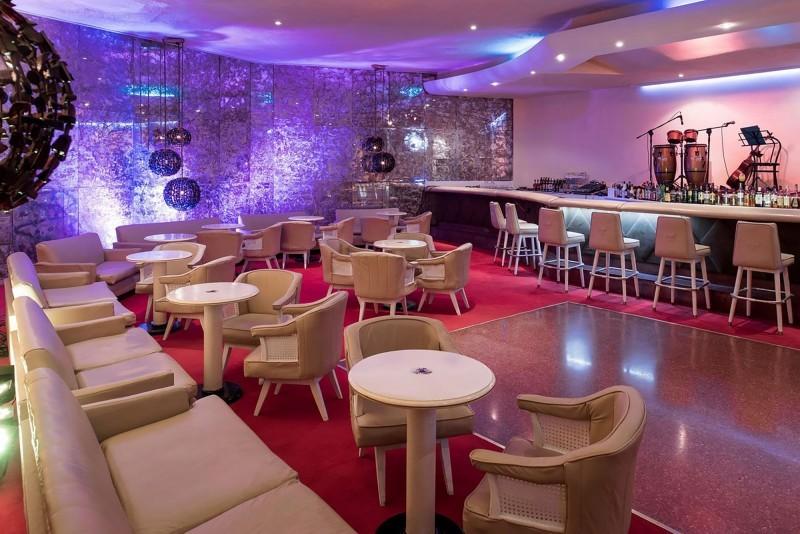 Habana Riviera by Iberostar hotel bar