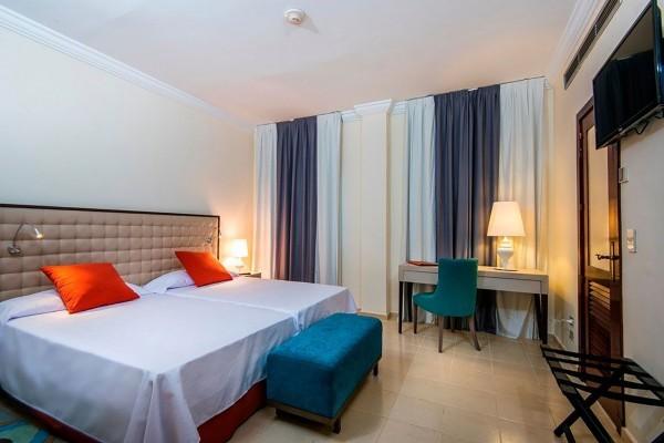 Hotel Victoria Havana bedroom