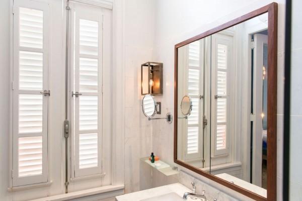 Paseo 206 Matchbox Room Bathroom