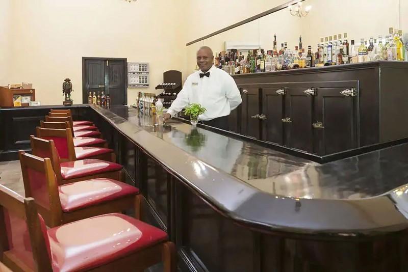 Hotel Gran Camaguey Lobby Bar