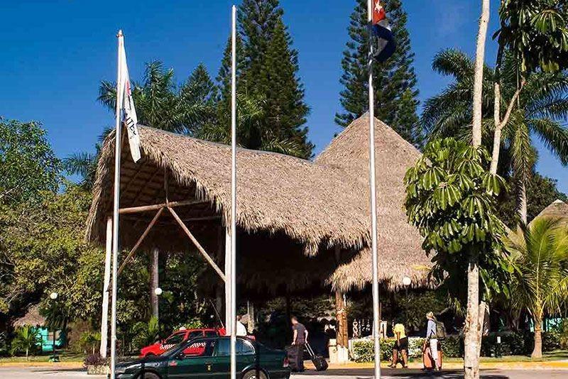 Los Caneyes Santa Clara Entrance