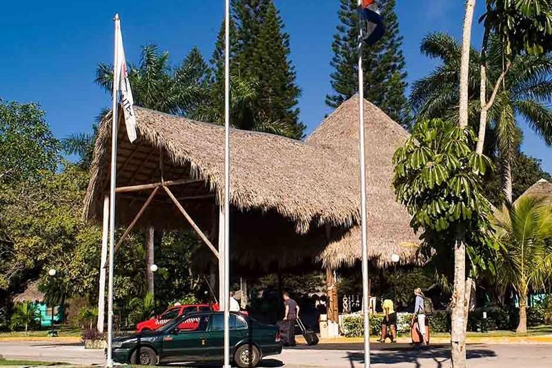 Los Caneyes Santa Clara outside view