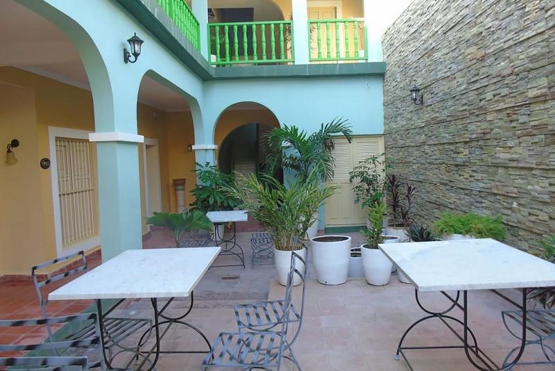 E La Calesa Hotel Trinidad courtyard view