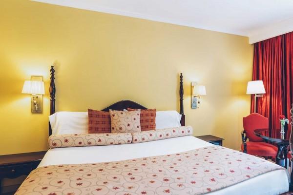 Grand Hotel Trinidad Double Room Bedroom
