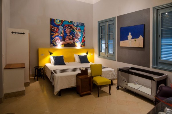 Arte Hotel Calle 2 painters themed bedroom