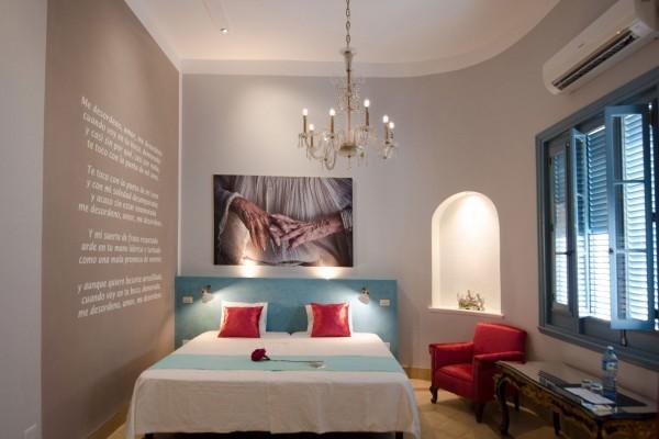 Arte Hotel Calle 2 poet themed bedroom