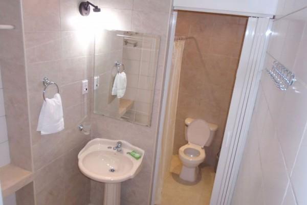 Casa Buenos Aires Havana bathroom