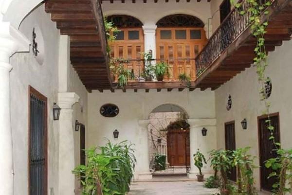 Casa Suite Plaza Vieja Havana internal view of courtyard