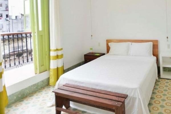 Casa Vitrales Havana bedroom with balcony