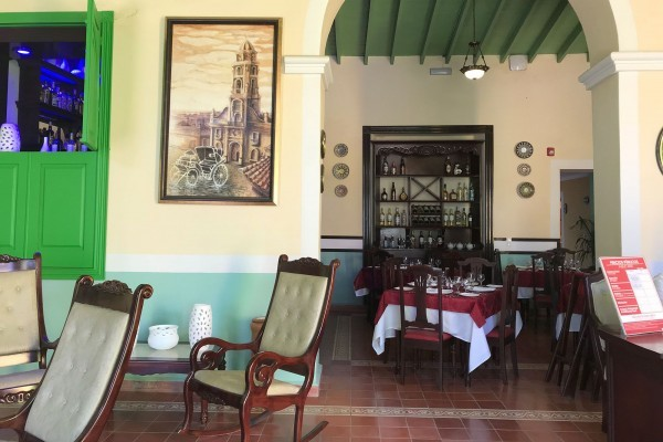 E La Calesa Restaurant