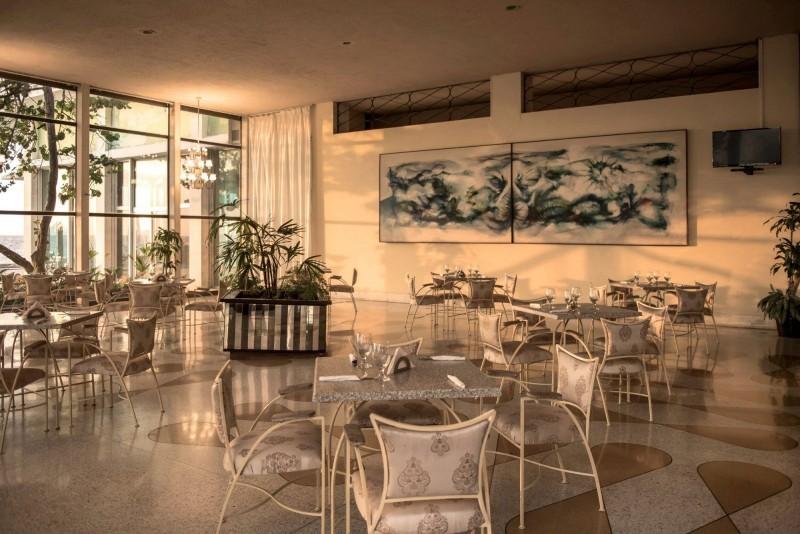 Hotel Riviera Havana cafe al fresco