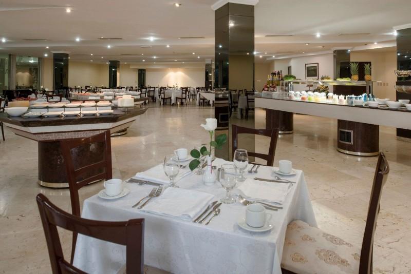Hotel Riviera Havana dining area