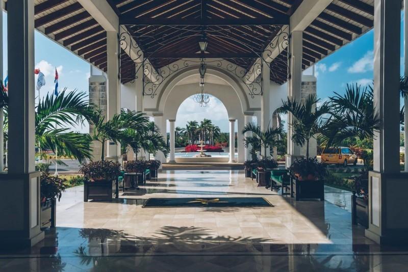 Iberostar Ensenachos Hotel Driveway