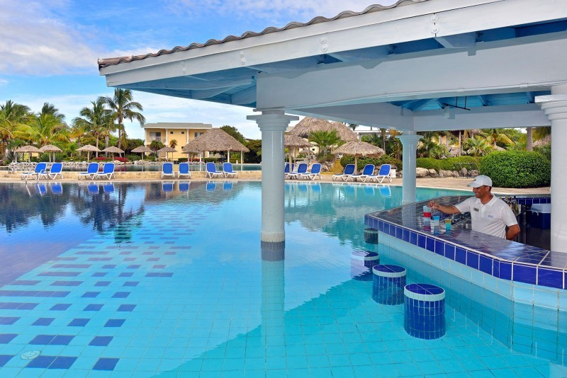 Melia Cayo Santa Maria Pool Swim Up Bar
