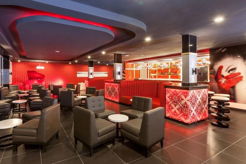 Melia Internacional Hotel Piano Bar