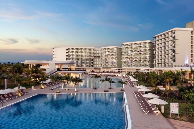 Melia Internacional Hotel Swimming Pool Evening View