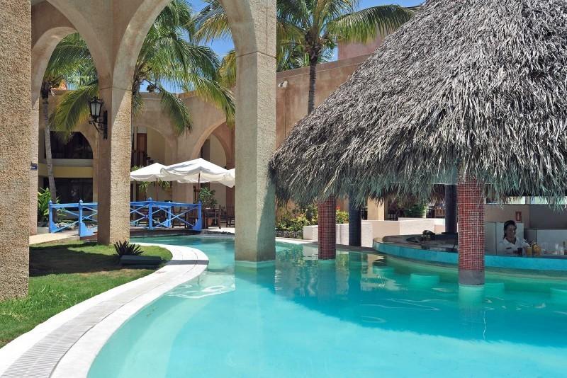 Melia Las Americas Pool Bar