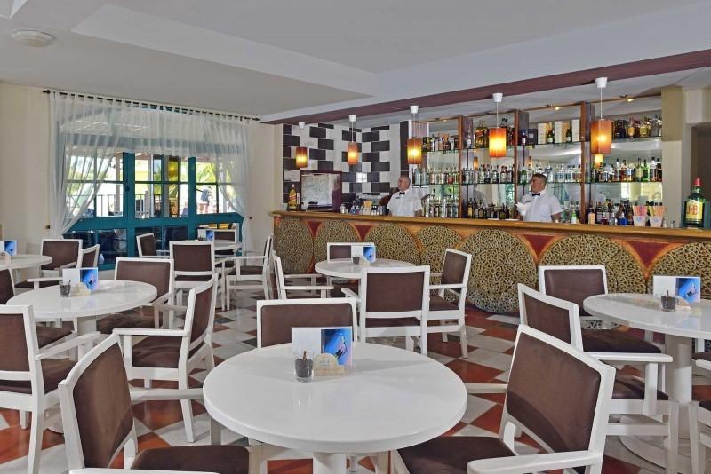 Melia Las Antillas Piano Bar