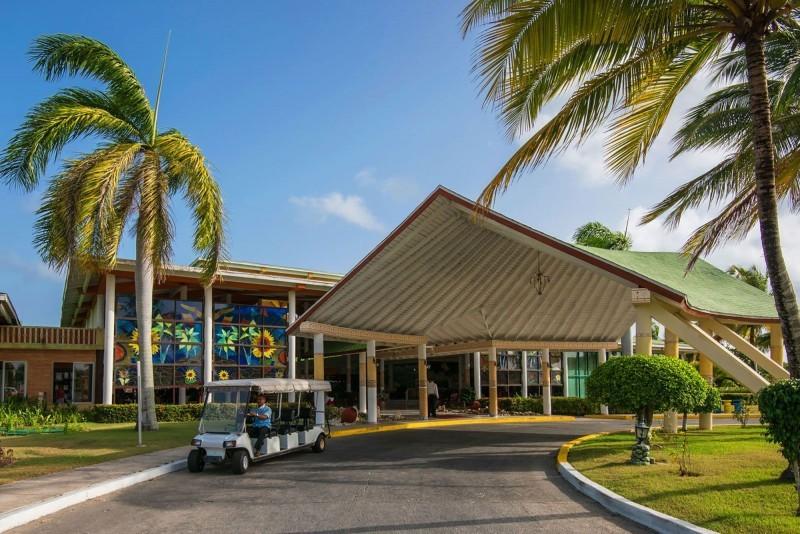 Playa Costa Verde Hotel Entrance