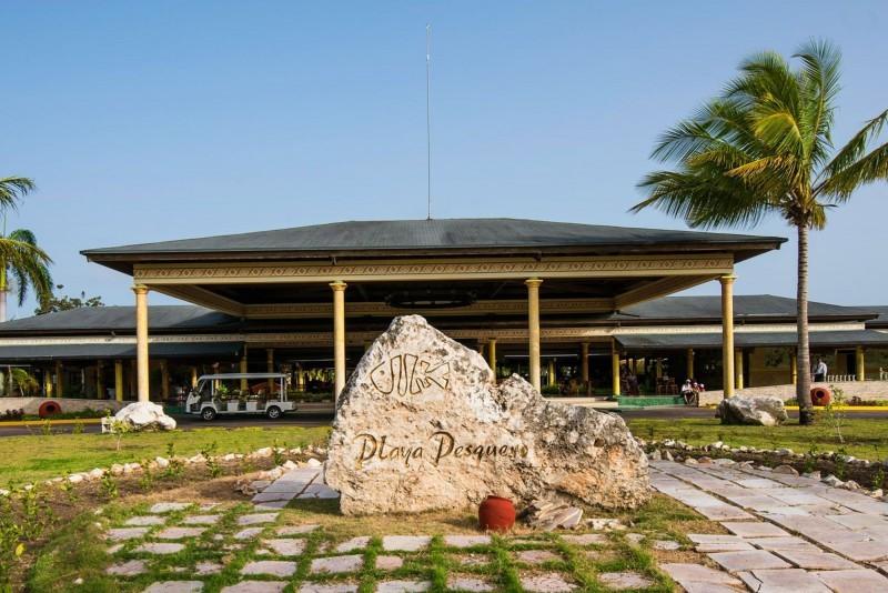 Playa Pesquero Hotel Entrance