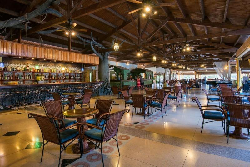 Playa Pesquero Lobby Bar