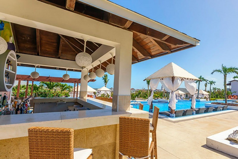 Royalton Cayo Santa Maria Poolside Bar
