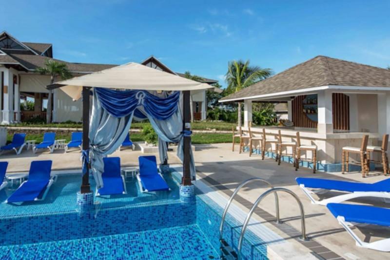 Royalton Cayo Santa Maria View Across Swimming Pool And Pool Bar