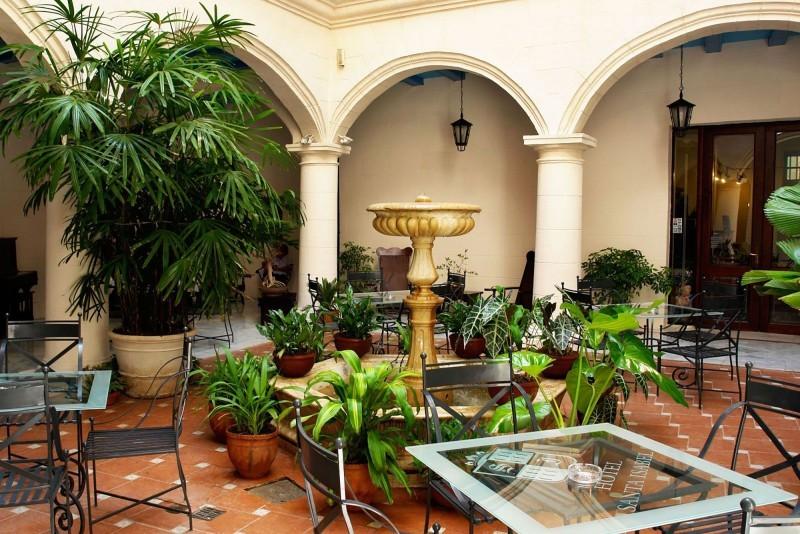 Santa Isabel Courtyard Restaurant