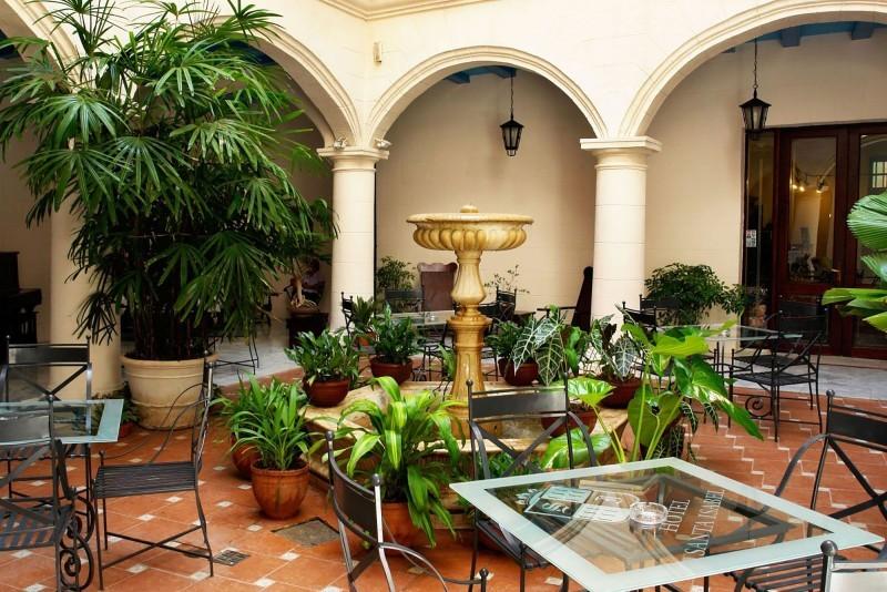 Santa Isabel Havana Hotel Courtyard