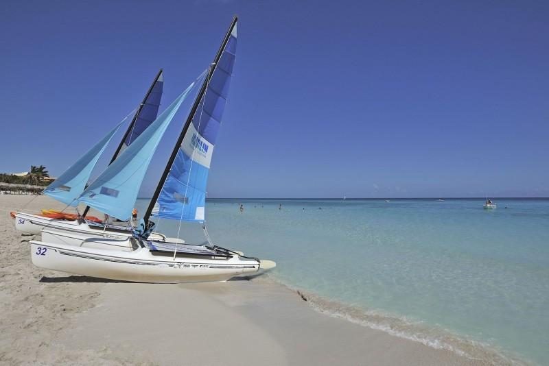Sol Palmeras Sailing