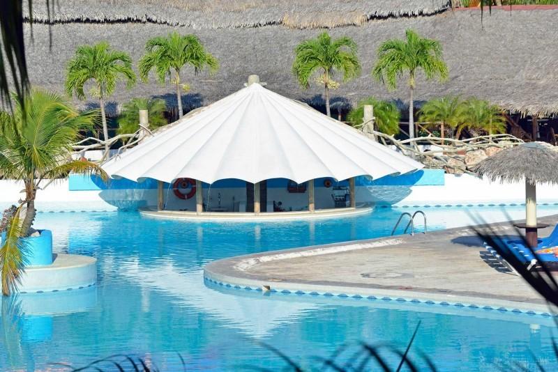 Sol Rio Luna Mares Pool Bar
