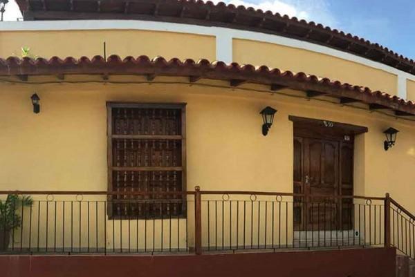Vivian y Pablo Trinidad Cuba External View