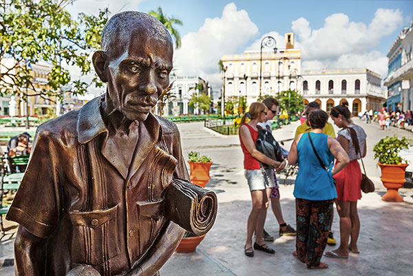 Ultimate Cuba Tour,  Bronze statue in town sqaure